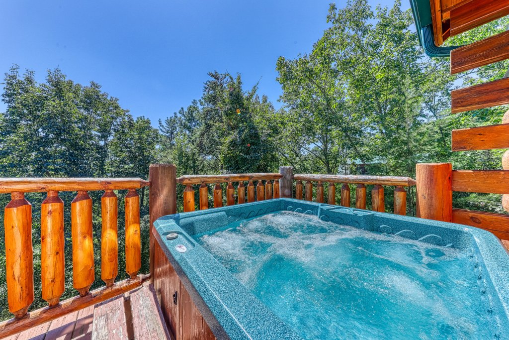 Photo of a Sevierville Cabin named Million Dollar View Cabin - This is the forty-fourth photo in the set.