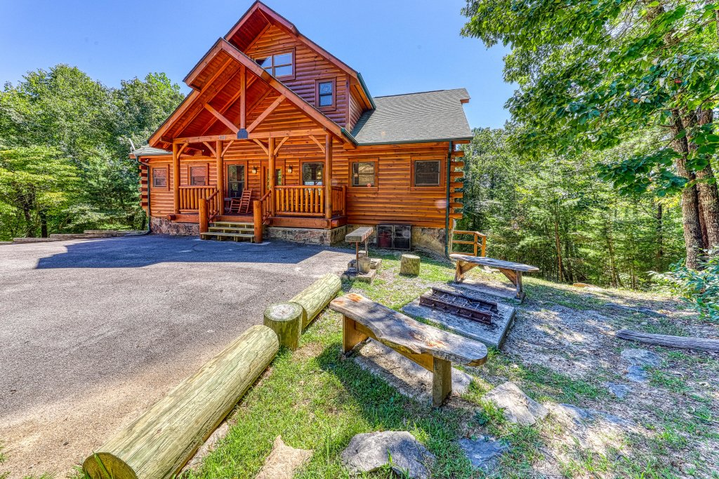 Photo of a Sevierville Cabin named Million Dollar View Cabin - This is the forty-sixth photo in the set.