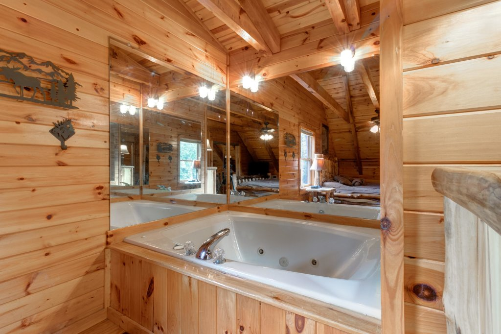 Photo of a Sevierville Cabin named Rendez-view Cabin - This is the fifteenth photo in the set.