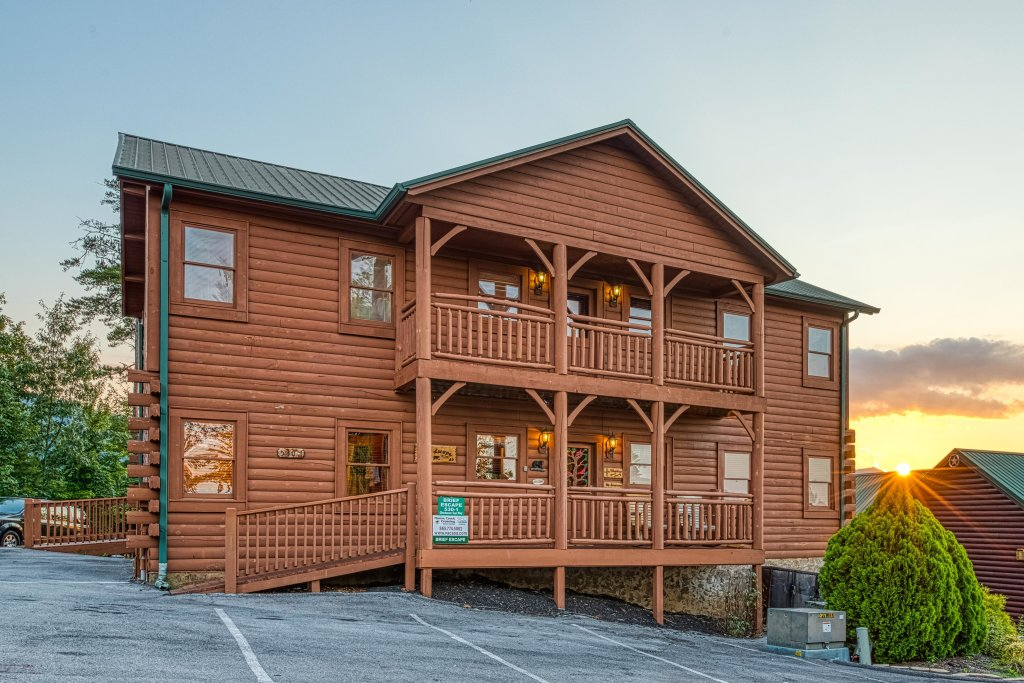Photo of a Pigeon Forge Cabin named Arrowhead Log Cabin Resort: Brief Escape Cabin - This is the third photo in the set.