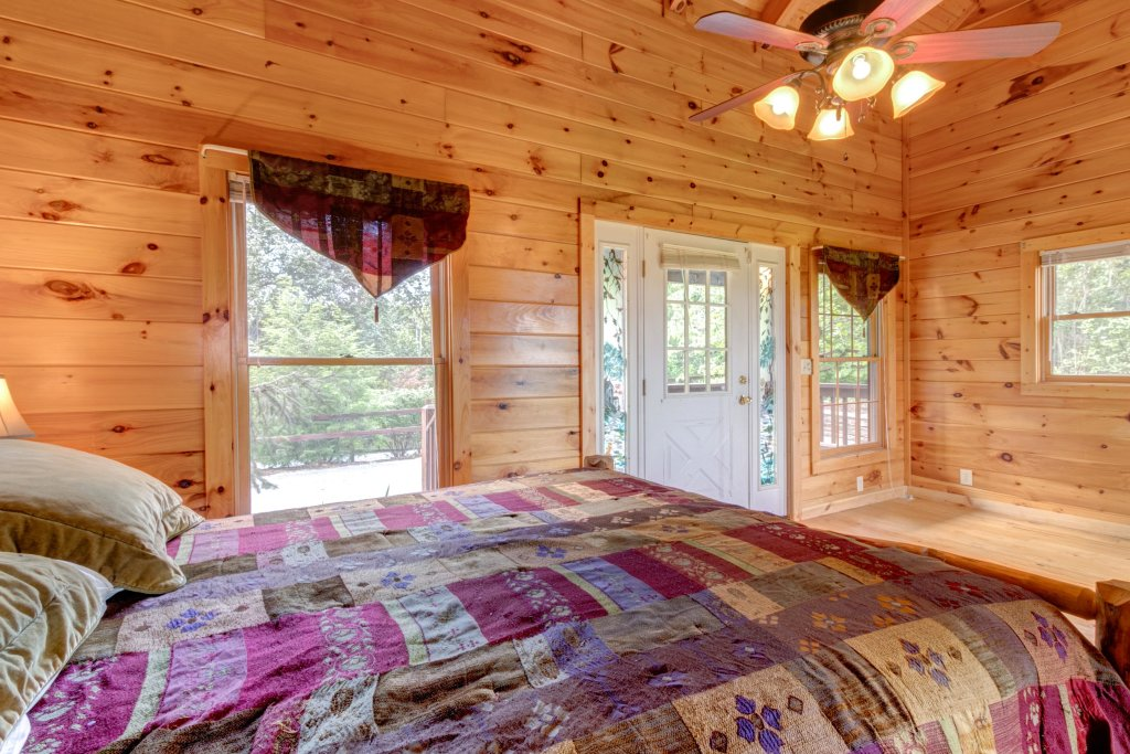 Photo of a Sevierville Cabin named Rendez-view Cabin - This is the seventeenth photo in the set.