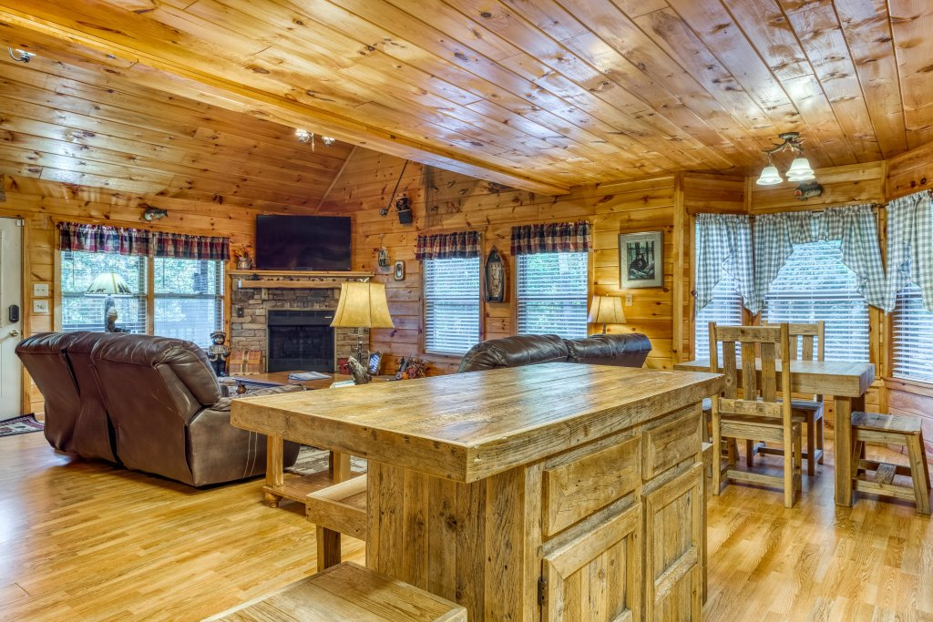 Photo of a Sevierville Cabin named Fishin' Bear Retreat Cabin - This is the tenth photo in the set.