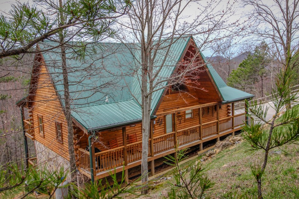 Photo of a Sevierville Cabin named Giddy Up Cabin - This is the first photo in the set.
