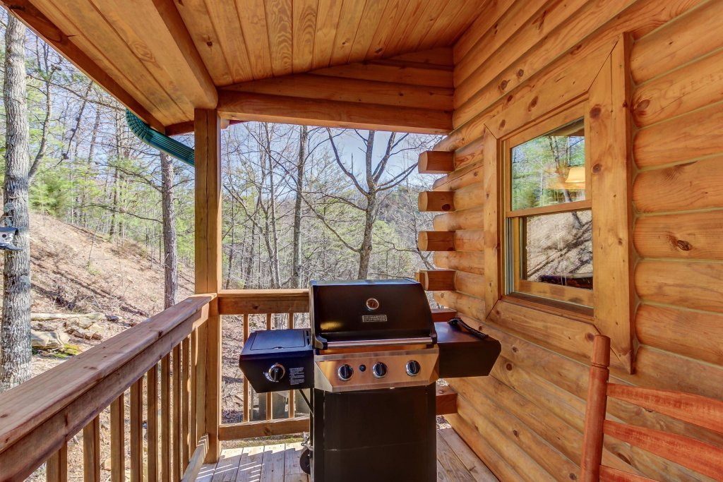Photo of a Sevierville Cabin named Giddy Up Cabin - This is the seventh photo in the set.