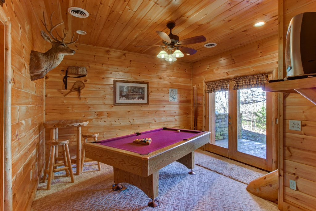 Photo of a Sevierville Cabin named Chief Big Log Cabin - This is the twelfth photo in the set.