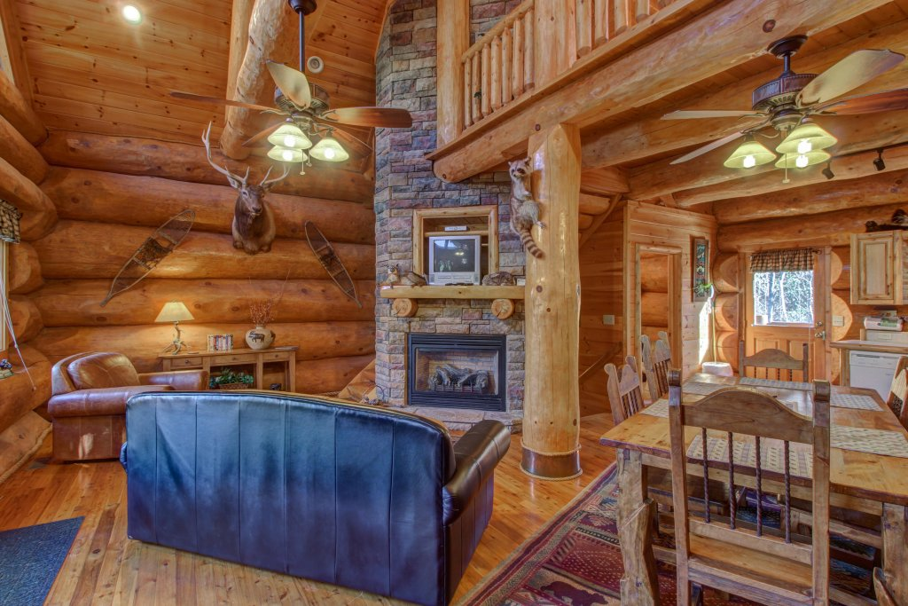 Photo of a Sevierville Cabin named Chief Big Log Cabin - This is the seventh photo in the set.