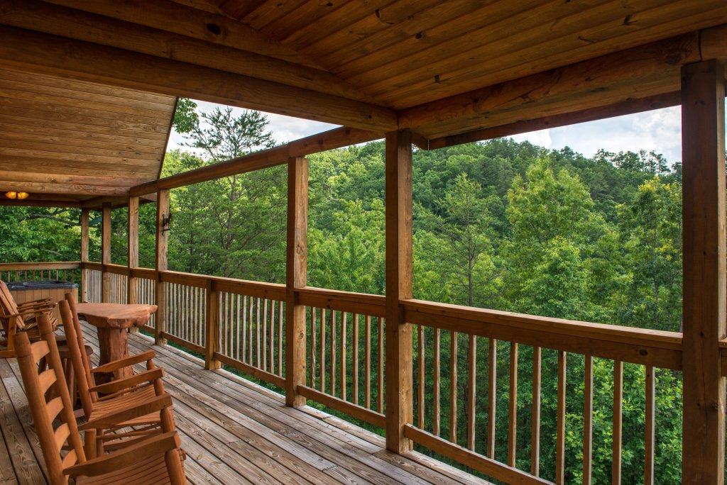 Photo of a Sevierville Cabin named Giddy Up Cabin - This is the twenty-fourth photo in the set.