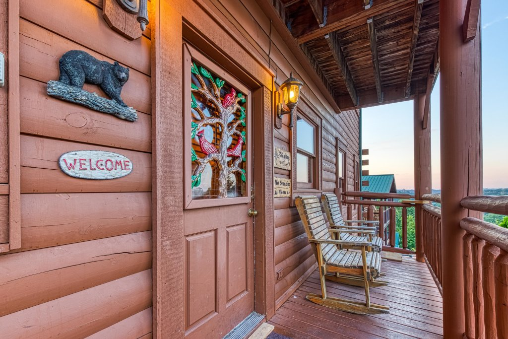 Photo of a Pigeon Forge Cabin named Arrowhead Log Cabin Resort: Brief Escape Cabin - This is the fourth photo in the set.