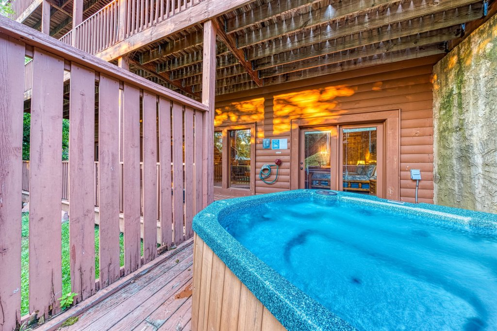 Photo of a Pigeon Forge Cabin named Arrowhead Log Cabin Resort: Brief Escape Cabin - This is the second photo in the set.