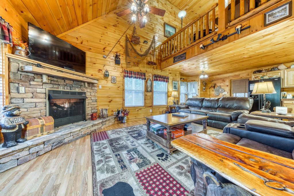 Photo of a Sevierville Cabin named Fishin' Bear Retreat Cabin - This is the first photo in the set.