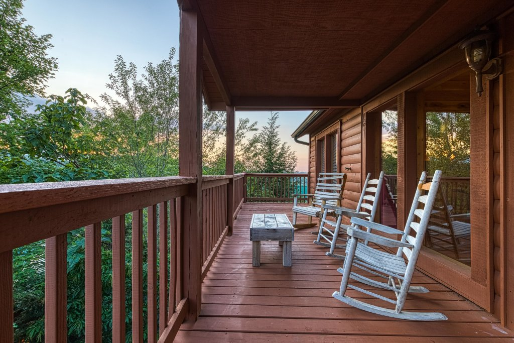 Photo of a Pigeon Forge Cabin named Arrowhead Log Cabin Resort: Brief Escape Cabin - This is the thirty-second photo in the set.