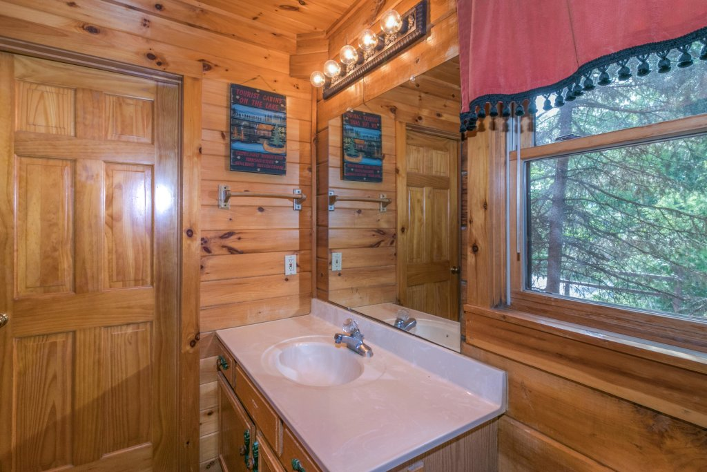 Photo of a Sevierville Cabin named Rendez-view Cabin - This is the thirty-ninth photo in the set.