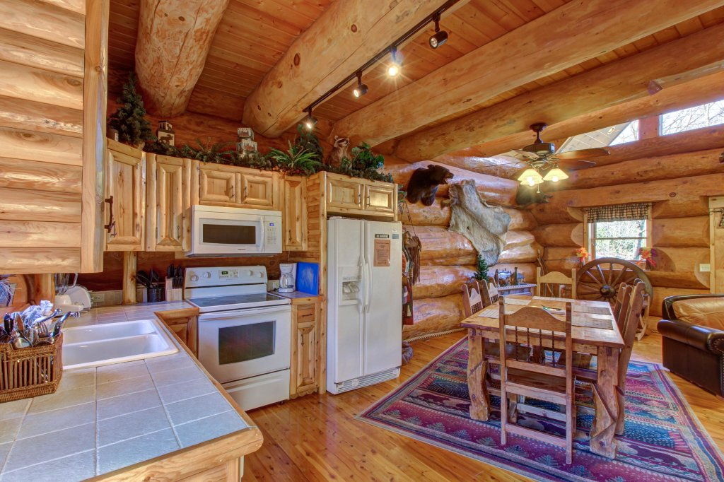 Photo of a Sevierville Cabin named Chief Big Log Cabin - This is the thirty-fourth photo in the set.