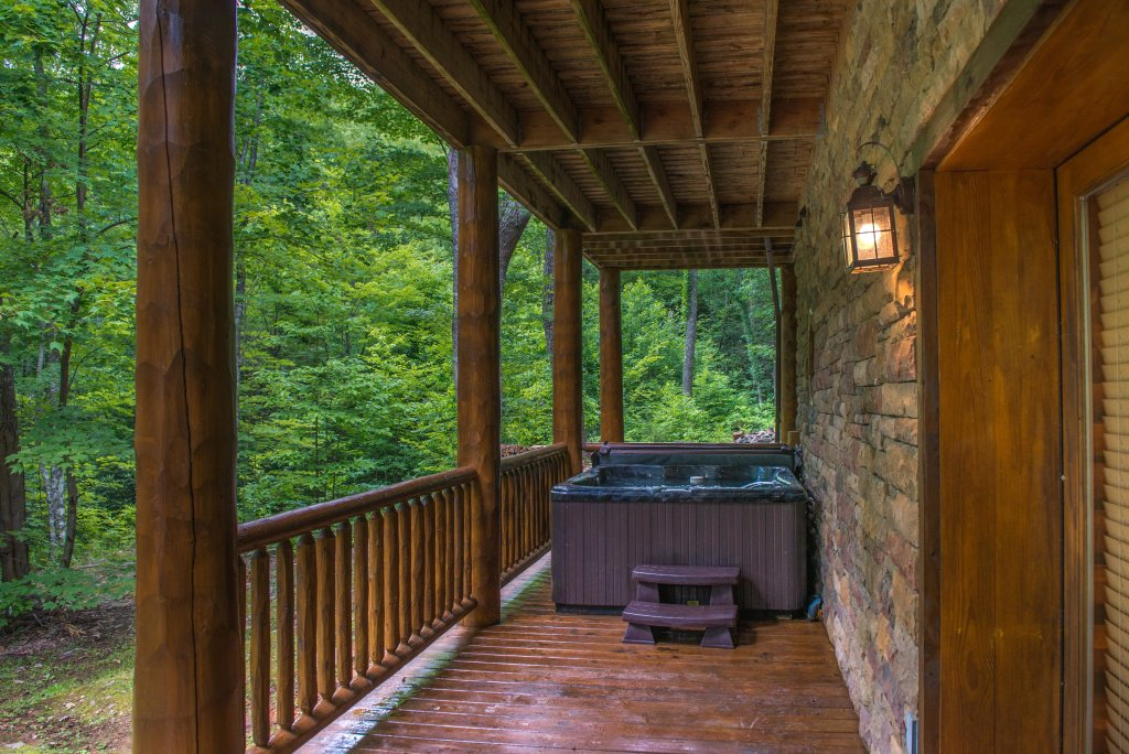 Photo of a Sevierville Cabin named Chief Big Log Cabin - This is the forty-fourth photo in the set.