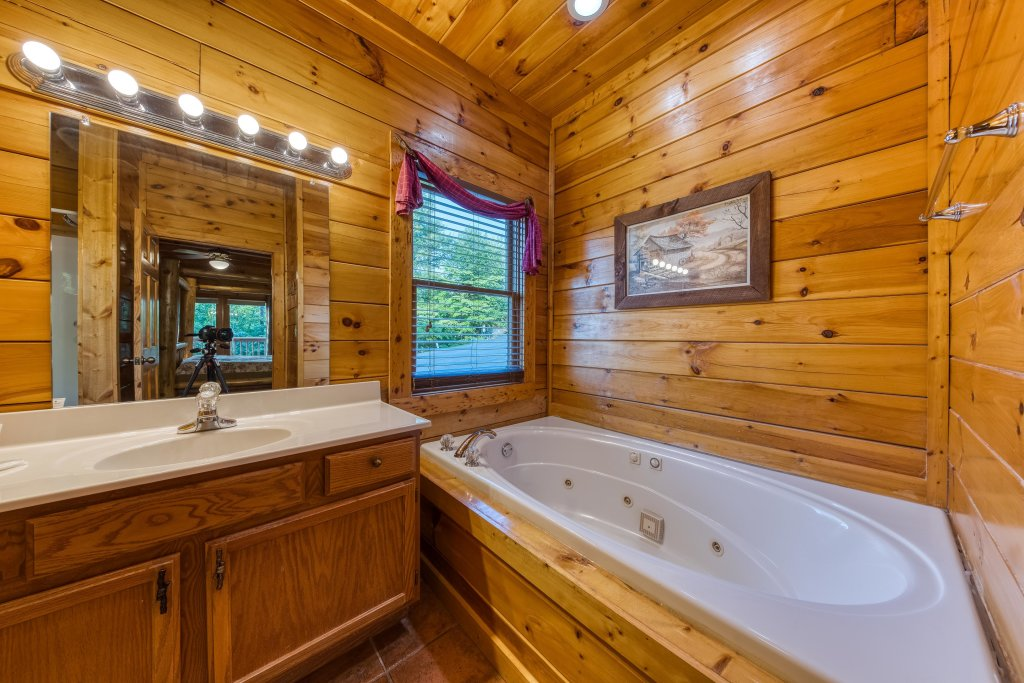 Photo of a Pigeon Forge Cabin named Arrowhead Log Cabin Resort: Brief Escape Cabin - This is the twenty-second photo in the set.