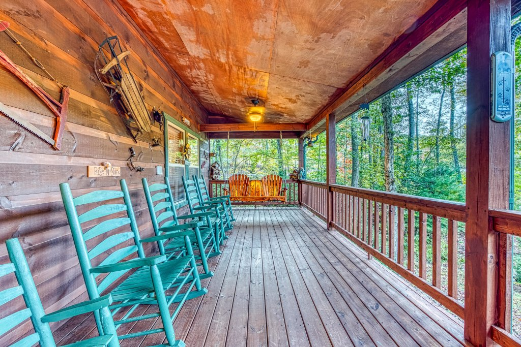 Photo of a Sevierville Cabin named Fishin' Bear Retreat Cabin - This is the thirty-third photo in the set.