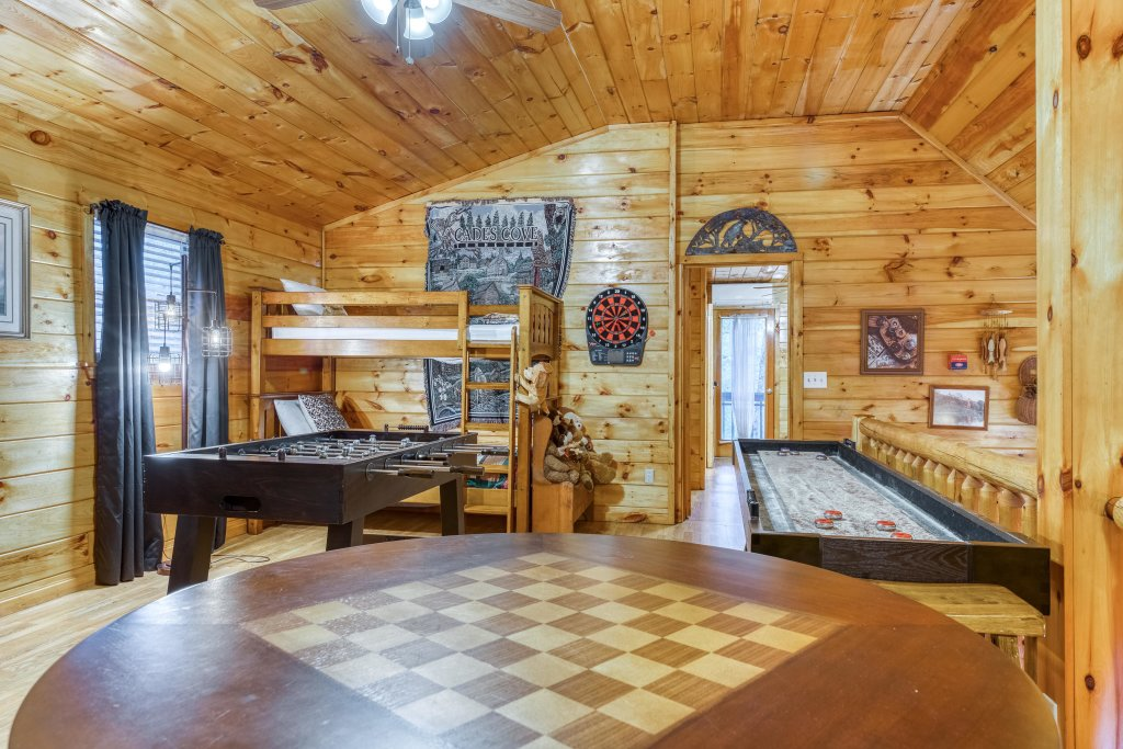 Photo of a Sevierville Cabin named Fishin' Bear Retreat Cabin - This is the fourteenth photo in the set.
