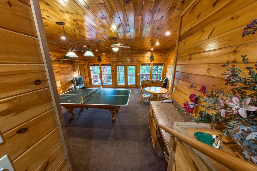 Photo of a Pigeon Forge Cabin named Arrowhead Log Cabin Resort: Brief Escape Cabin - This is the sixteenth photo in the set.
