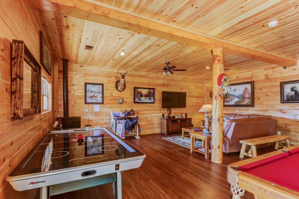 Photo of a Sevierville Cabin named Giddy Up Cabin - This is the thirteenth photo in the set.