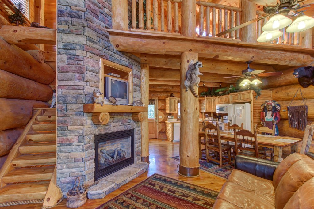Photo of a Sevierville Cabin named Chief Big Log Cabin - This is the third photo in the set.