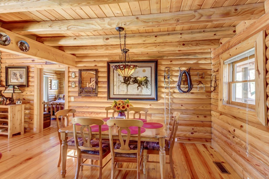 Photo of a Sevierville Cabin named Giddy Up Cabin - This is the sixth photo in the set.