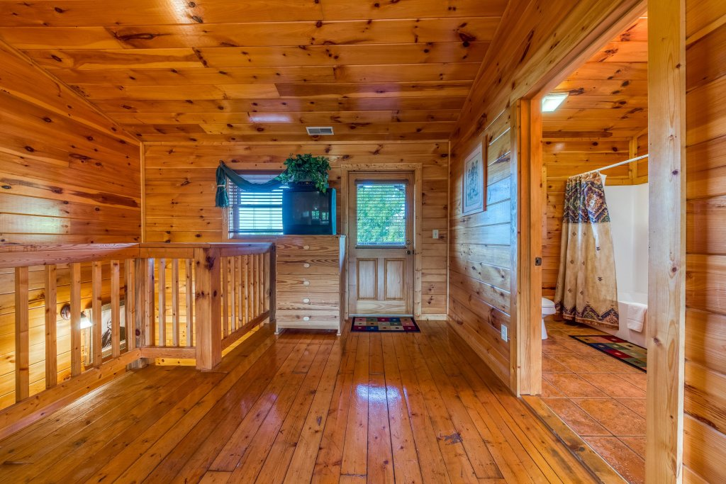 Photo of a Pigeon Forge Cabin named Arrowhead Log Cabin Resort: Brief Escape Cabin - This is the thirtieth photo in the set.