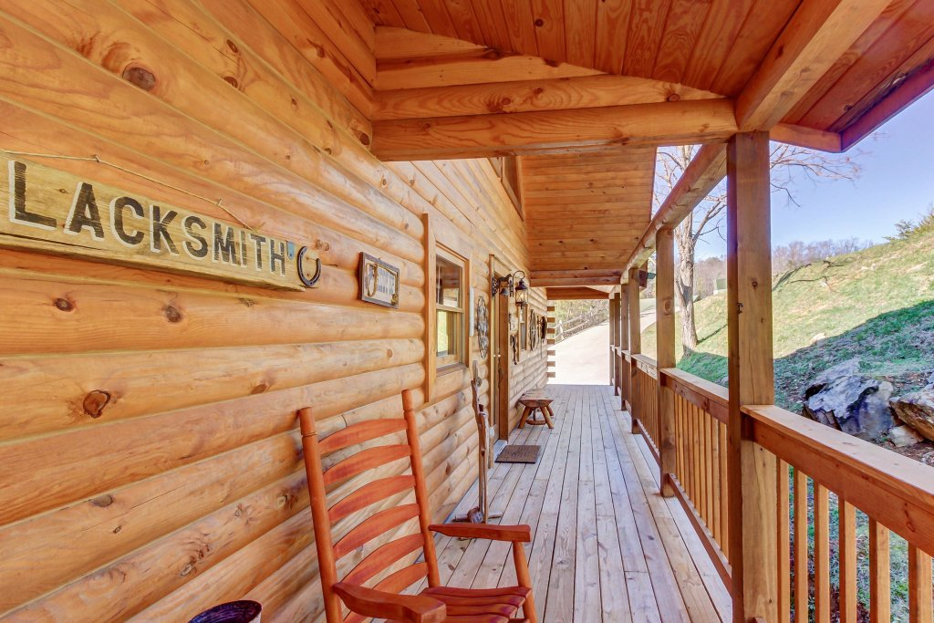 Photo of a Sevierville Cabin named Giddy Up Cabin - This is the eighth photo in the set.
