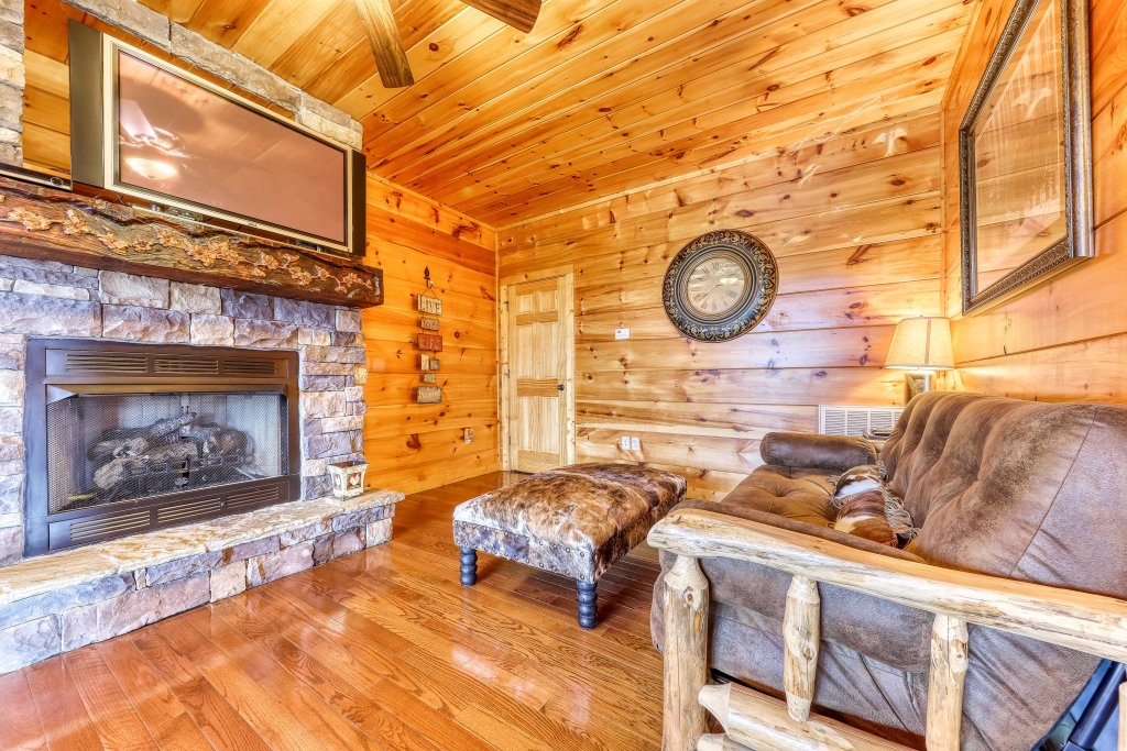 Photo of a Sevierville Cabin named Hogwartz Of The Smokies Cabin - This is the seventeenth photo in the set.