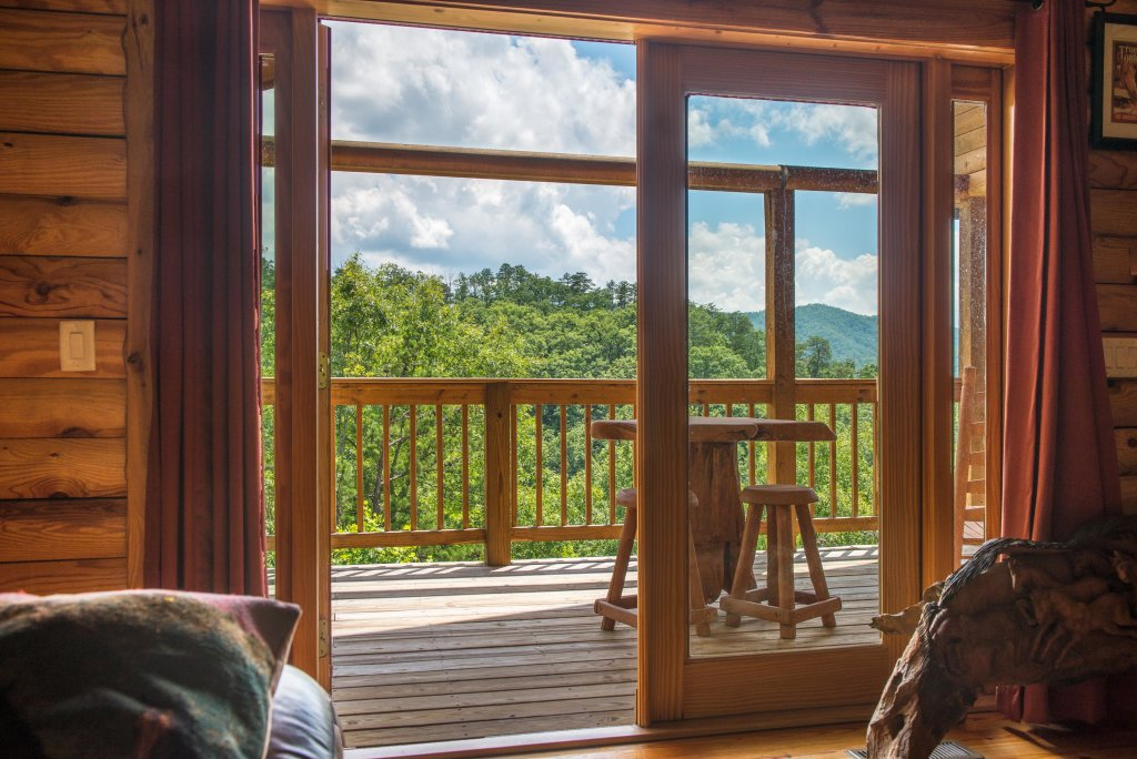 Photo of a Sevierville Cabin named Giddy Up Cabin - This is the third photo in the set.