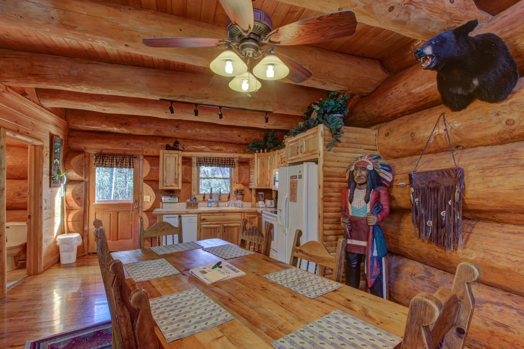 Photo of a Sevierville Cabin named Chief Big Log Cabin - This is the tenth photo in the set.