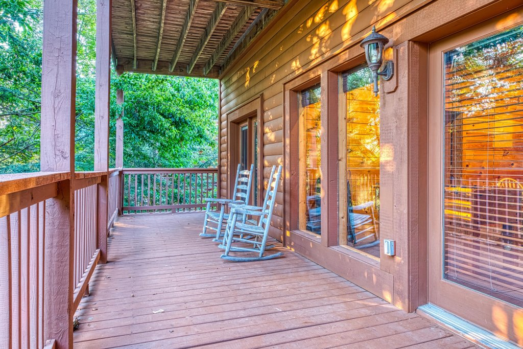 Photo of a Pigeon Forge Cabin named Arrowhead Log Cabin Resort: Brief Escape Cabin - This is the twelfth photo in the set.