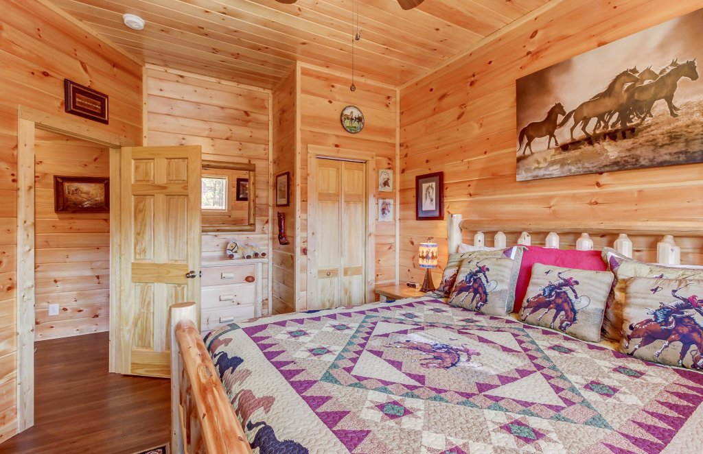 Photo of a Sevierville Cabin named Giddy Up Cabin - This is the twentieth photo in the set.