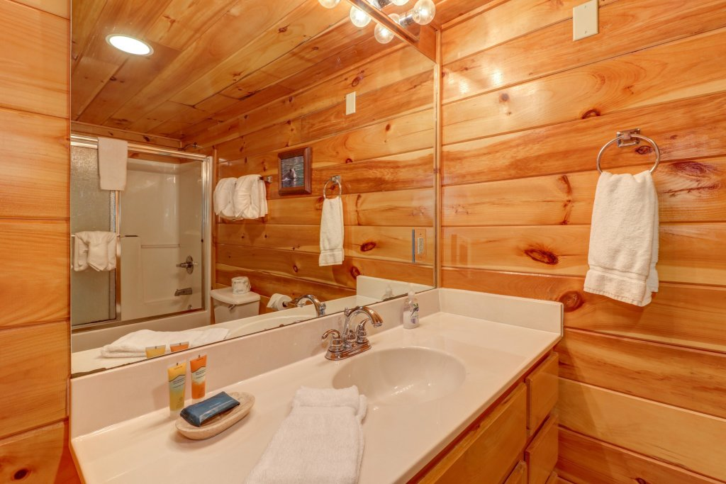 Photo of a Sevierville Cabin named Sweet Retreat Cabin - This is the twentieth photo in the set.