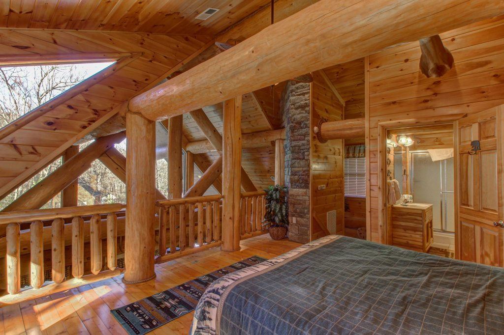 Photo of a Sevierville Cabin named Chief Big Log Cabin - This is the fifteenth photo in the set.