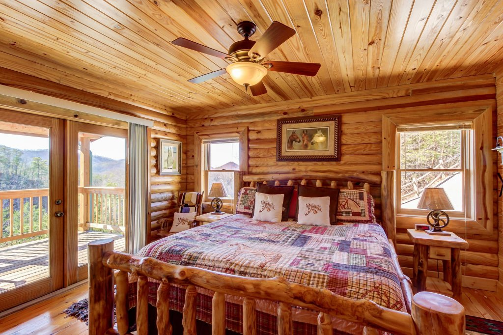 Photo of a Sevierville Cabin named Giddy Up Cabin - This is the fifteenth photo in the set.