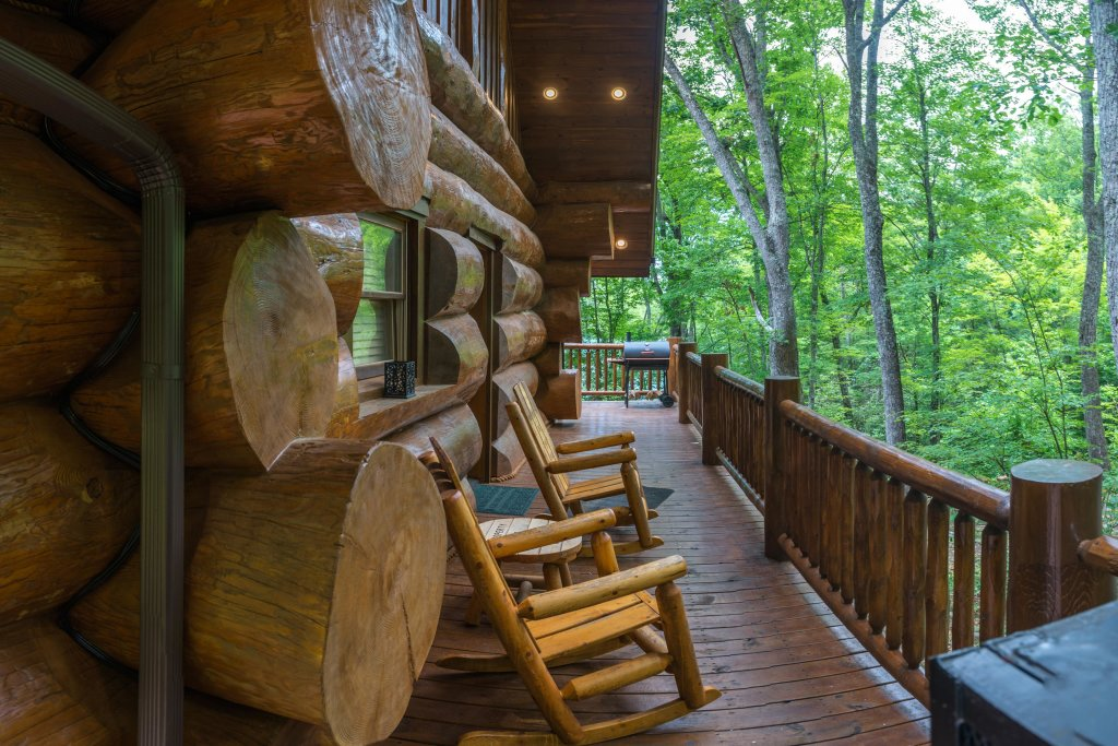 Photo of a Sevierville Cabin named Chief Big Log Cabin - This is the twenty-ninth photo in the set.