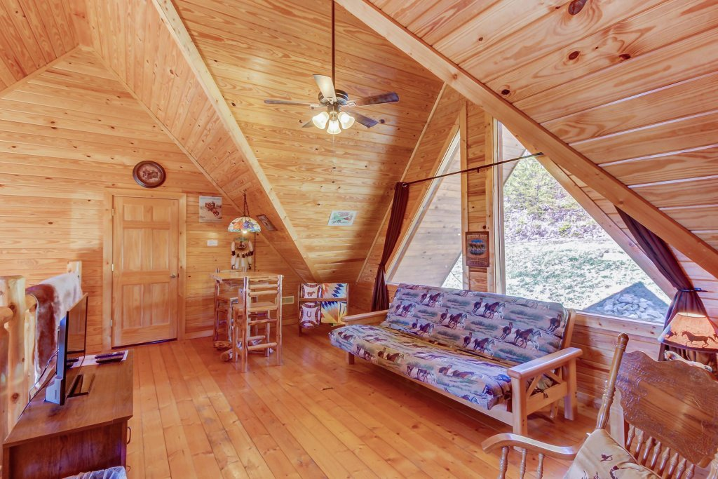 Photo of a Sevierville Cabin named Giddy Up Cabin - This is the eighteenth photo in the set.