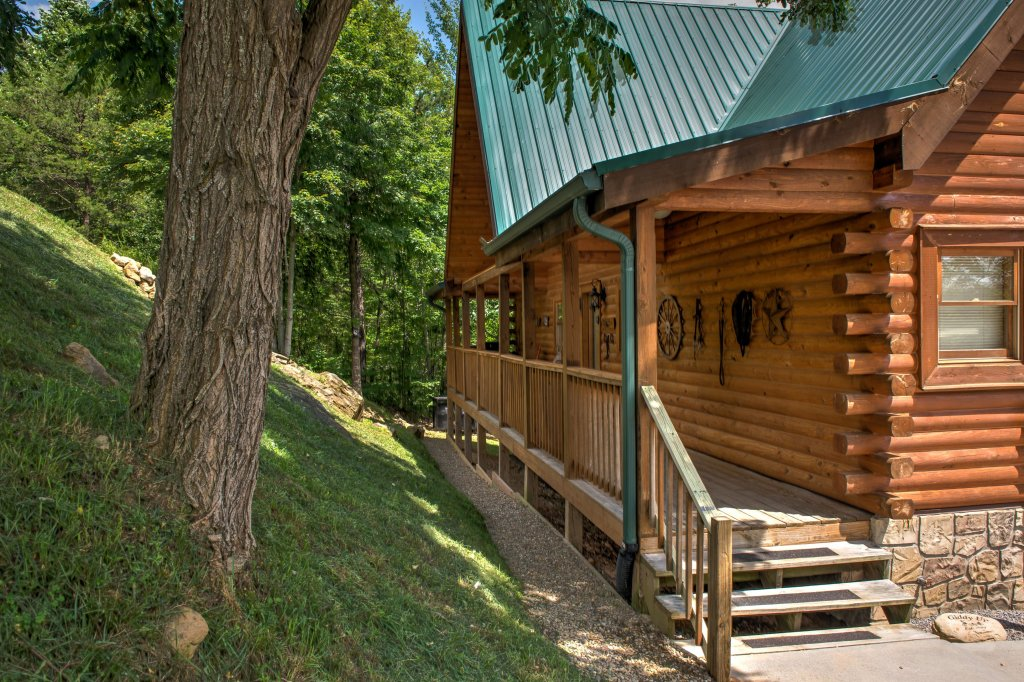 Photo of a Sevierville Cabin named Giddy Up Cabin - This is the twenty-third photo in the set.