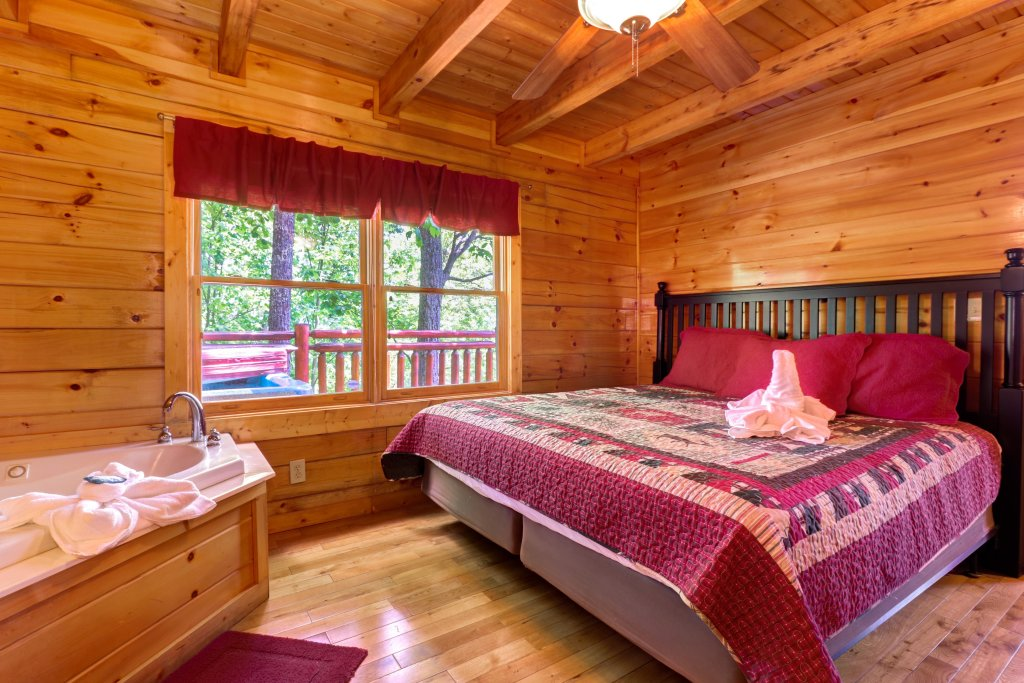Photo of a Sevierville Cabin named Sweet Retreat Cabin - This is the nineteenth photo in the set.