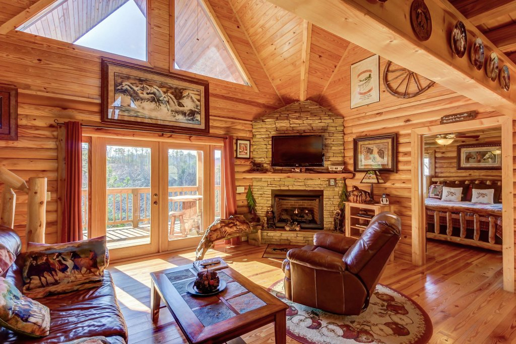 Photo of a Sevierville Cabin named Giddy Up Cabin - This is the fourth photo in the set.