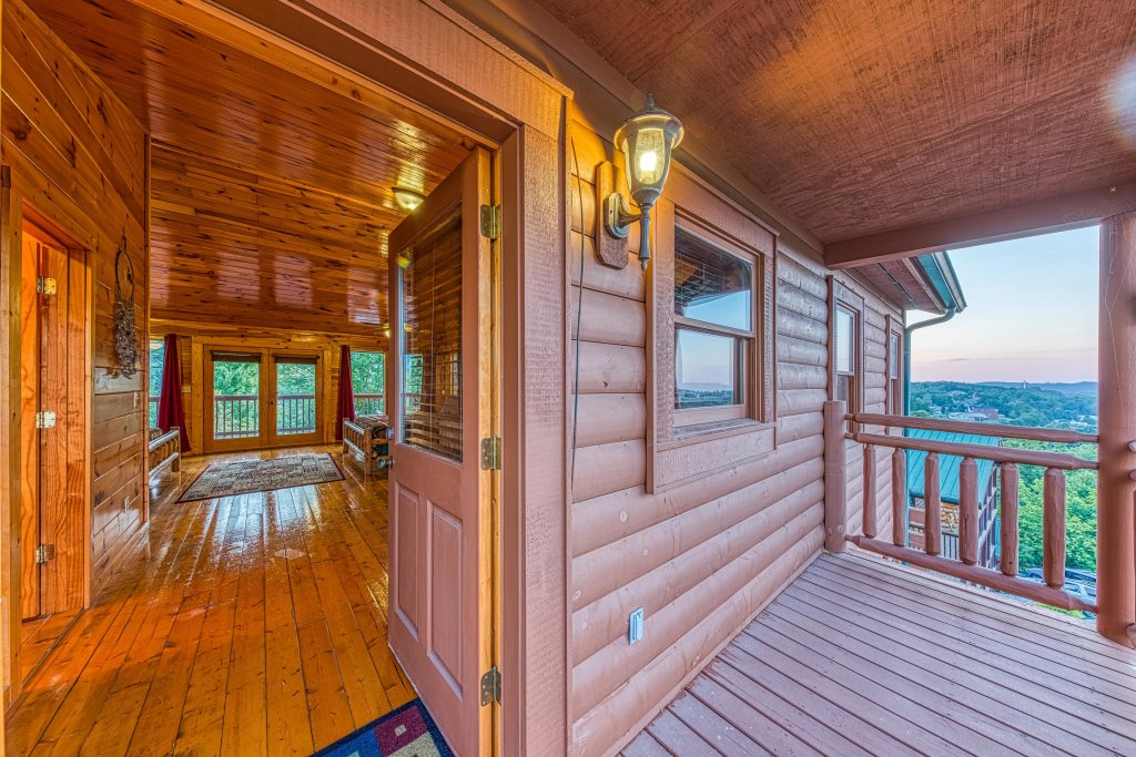 Photo of a Pigeon Forge Cabin named Arrowhead Log Cabin Resort: Brief Escape Cabin - This is the thirty-first photo in the set.