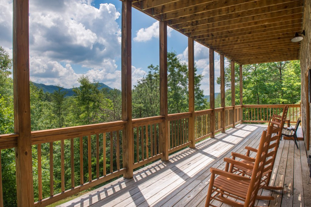 Photo of a Sevierville Cabin named Giddy Up Cabin - This is the forty-first photo in the set.