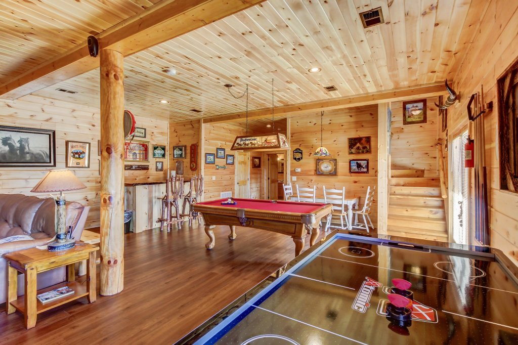 Photo of a Sevierville Cabin named Giddy Up Cabin - This is the fourteenth photo in the set.