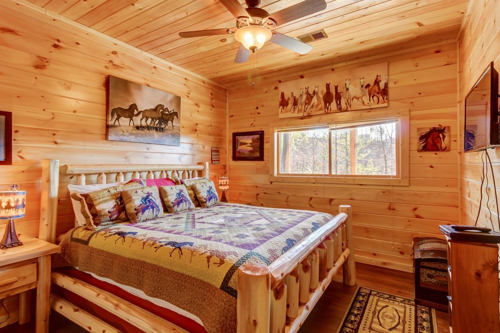 Photo of a Sevierville Cabin named Giddy Up Cabin - This is the thirty-ninth photo in the set.
