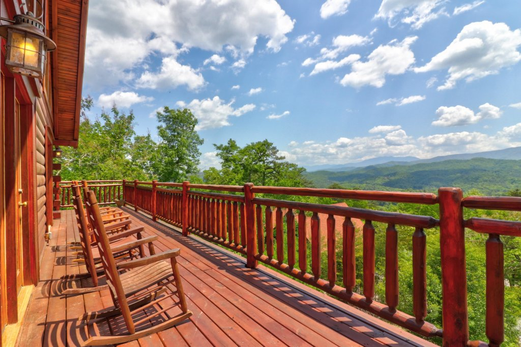 Photo of a Sevierville Cabin named Sweet Retreat Cabin - This is the first photo in the set.
