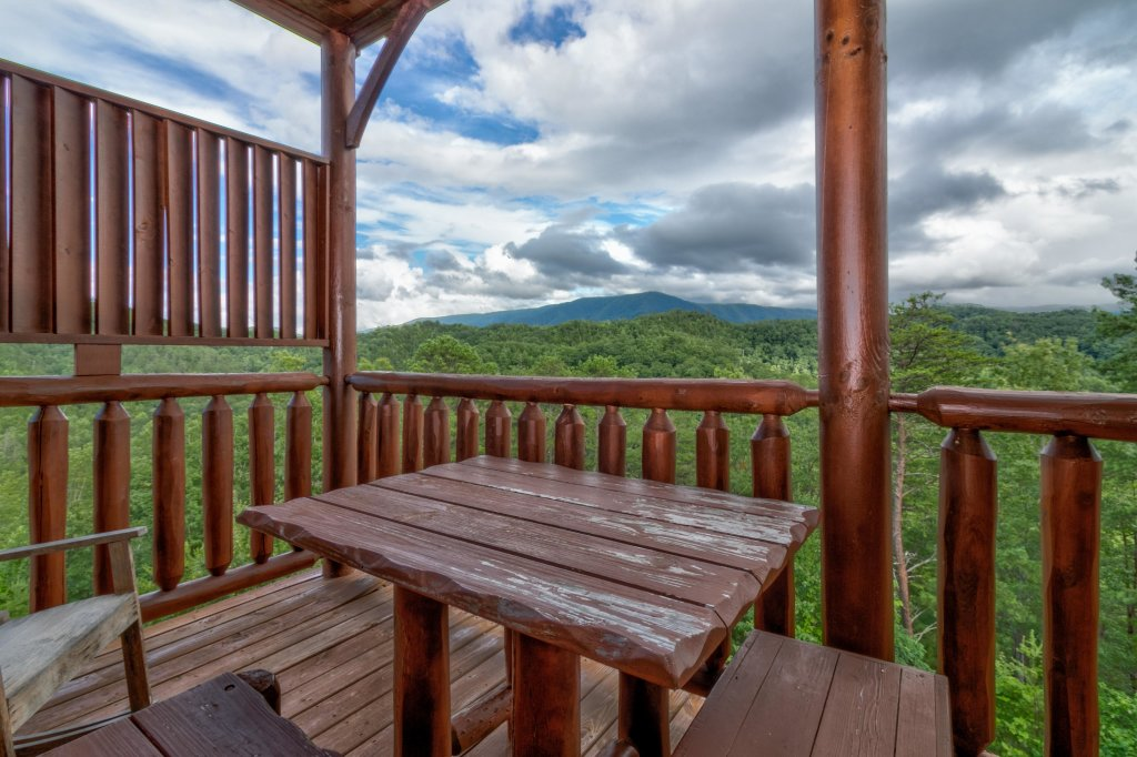 Photo of a Sevierville Cabin named Forget Me Knot Cabin - This is the forty-second photo in the set.