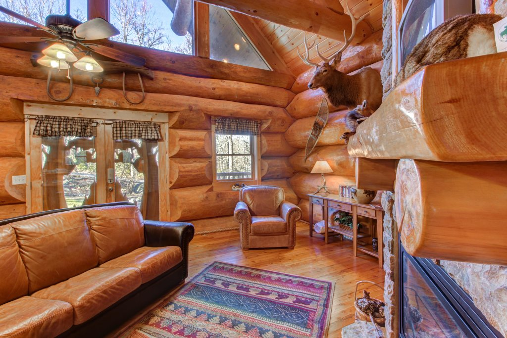 Photo of a Sevierville Cabin named Chief Big Log Cabin - This is the thirty-first photo in the set.