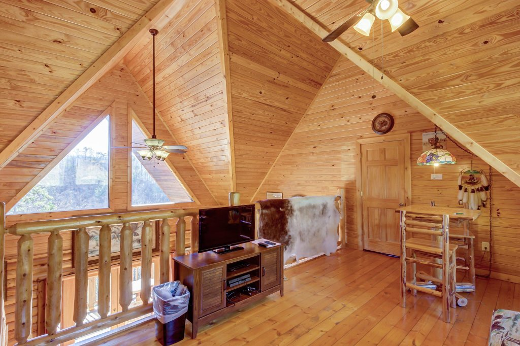 Photo of a Sevierville Cabin named Giddy Up Cabin - This is the nineteenth photo in the set.