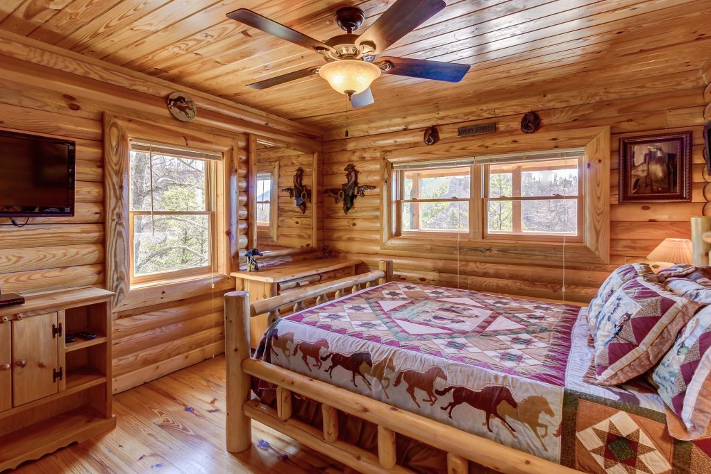 Photo of a Sevierville Cabin named Giddy Up Cabin - This is the thirty-fifth photo in the set.
