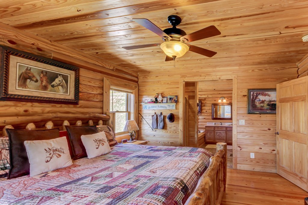 Photo of a Sevierville Cabin named Giddy Up Cabin - This is the thirty-first photo in the set.